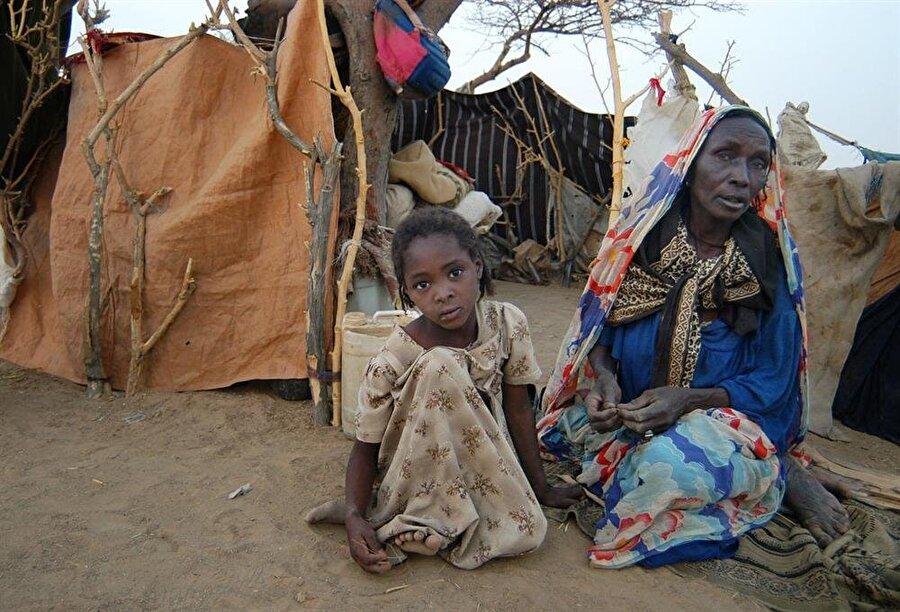 Devam eden çatışmalar, dünyanın gözünün yeniden Darfur'a çevrilmesine yol açarken, krizin en çok vurduğu siviller çaresiz.