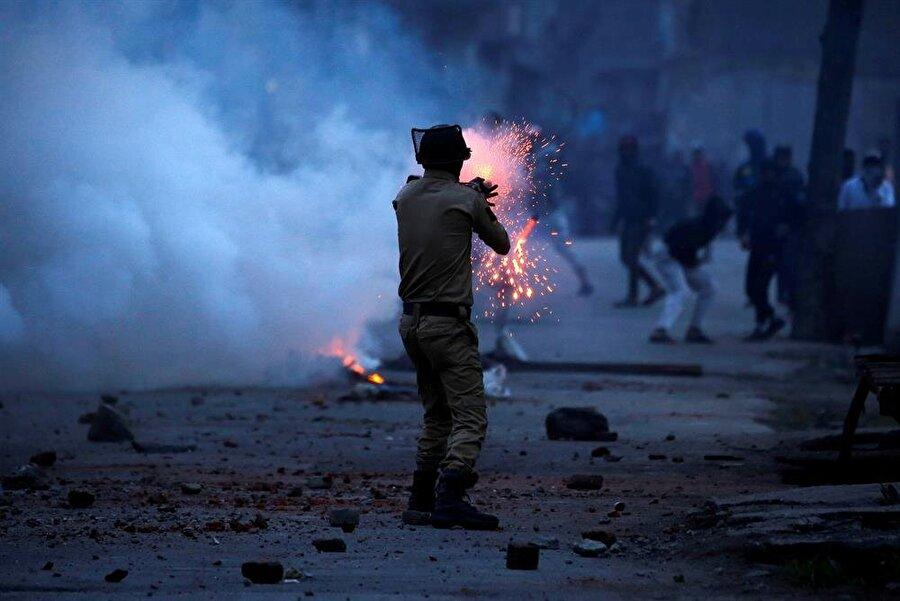 Çıkan çatışmalarda şimdiye kadar binlerce kişi hayatını kaybetti. (Danish Ismail / Reuters)