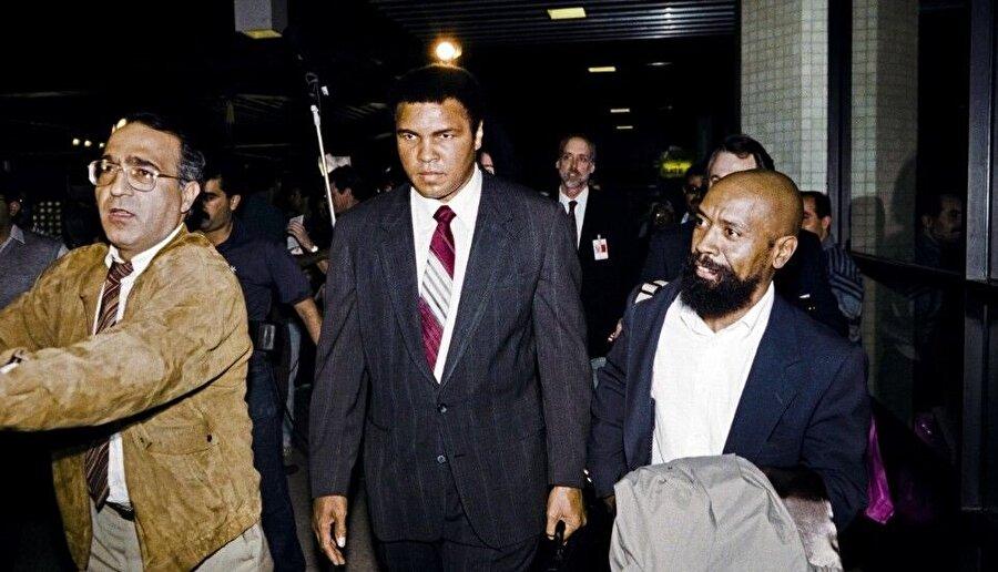 Muhammed Ali, arabuluculuk misyonuyla Bağdat'a gittiğinde, Parkinson rahatsızlığı çoktan başlamıştı.