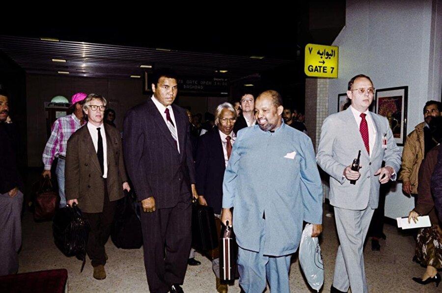Muhammed Ali ve rehineler, Bağdat'tan önce Ürdün'ün başkenti Amman'a, oradan da New York'a uçtular.