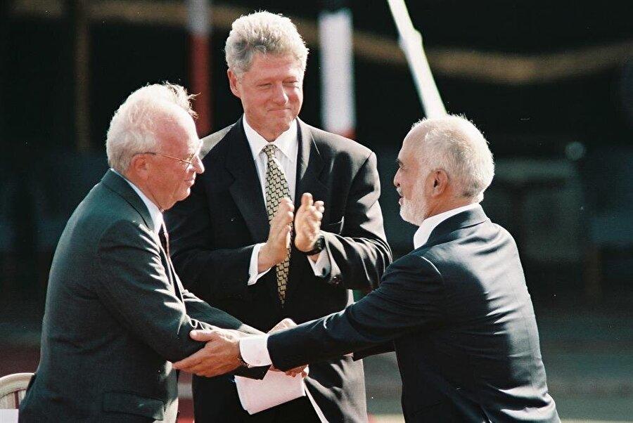 Kral Hüseyin, ABD Başkanı Bill Clinton ve İsrail Başbakanı Yitzhak Rabin (Sağdan sola)