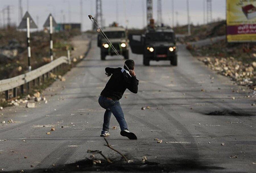 Günümüzde sapan, Filistinlilerin İsraillilere karşı kullandığı bir silah.