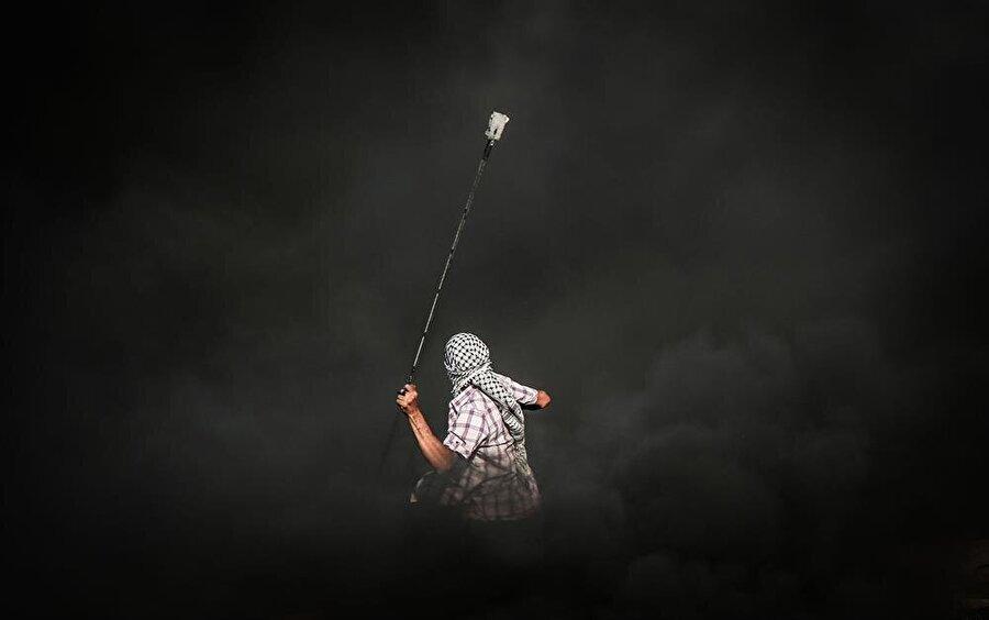 Filistinliler, İsrail askerleri ve polisleriyle karşı karşıya geldikleri hemen her olayda sapan kullanıyorlar. Karşılarında ise tanklar, tüfekler, ağır silahlar... (Mohammed Salem / Reuters)
