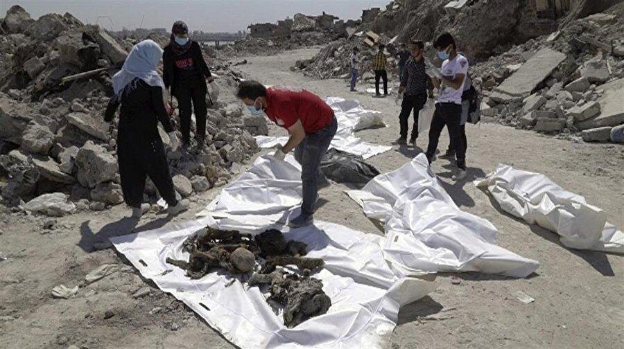 Enkazdan çıkarılarak kimlikleri tespit edilen ceset sayısı 9 bini geçti.