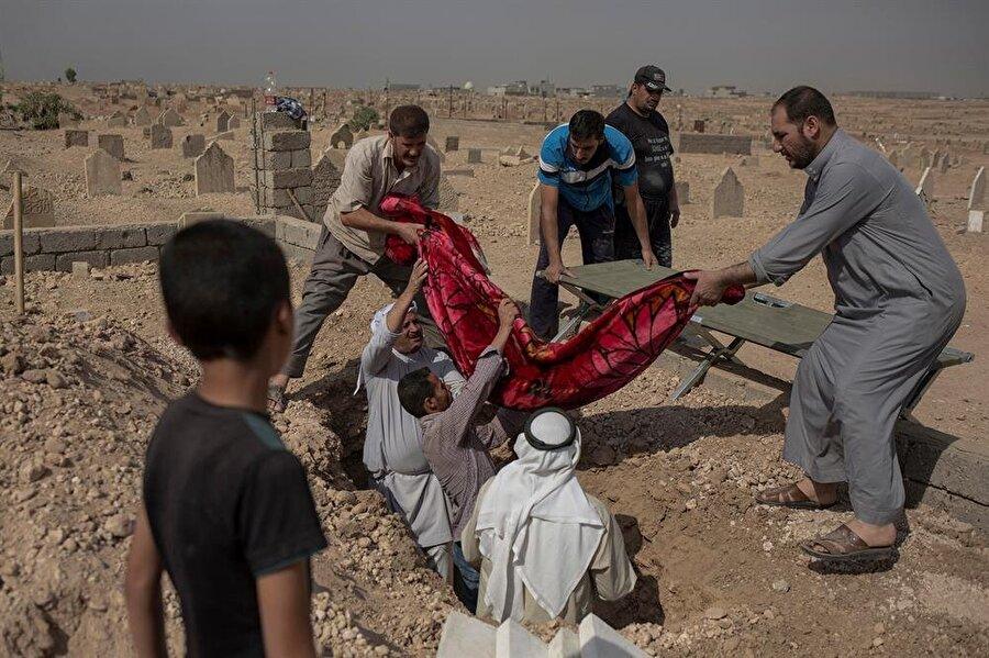 Musul mezarlıkları, cesetlerin defni için sürekli genişletiliyor.