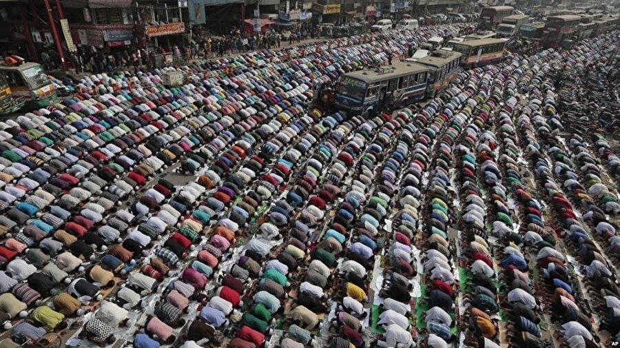 Tebliğ Cemaati'nin Bangladeş'teki toplantısından bir kare.