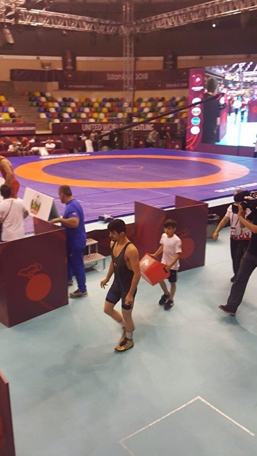 Genç sporcu doktor raporuyla katıldığı turnuvada rakiplerini bir bir mağlup etti. nFotoğraf: İHA