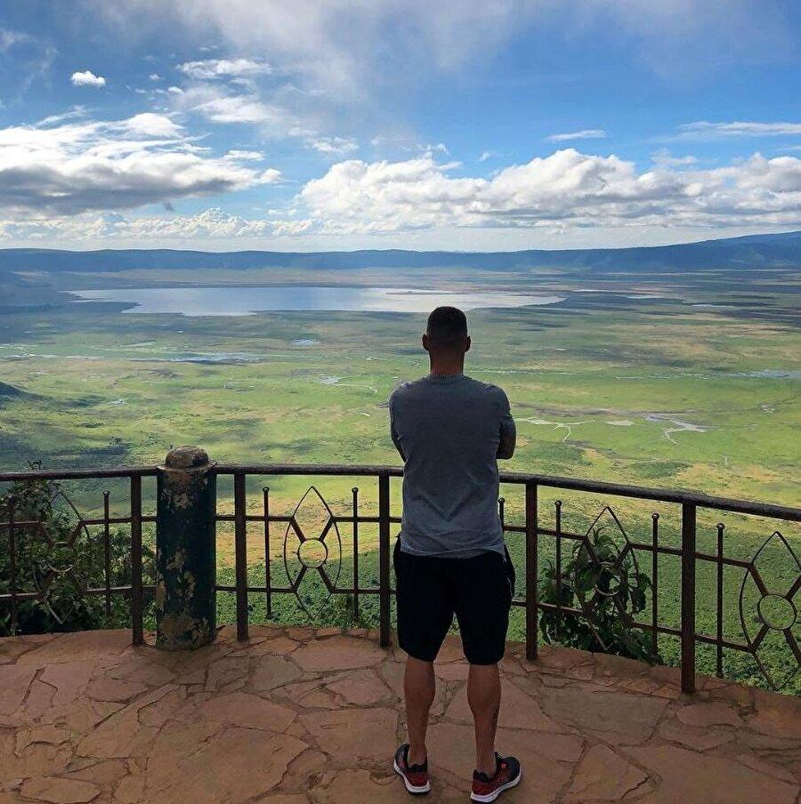 Skrtel tatilini ailesiyle birlikte Tanzanya'da geçiriyor.