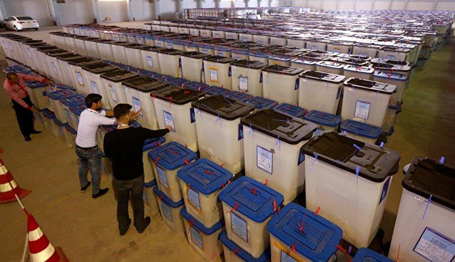 Irak'ta oyların sayılmasında kullanılan elektronik artık kullanılmayacak. (Alaa Al-Marjanı / Reuters)