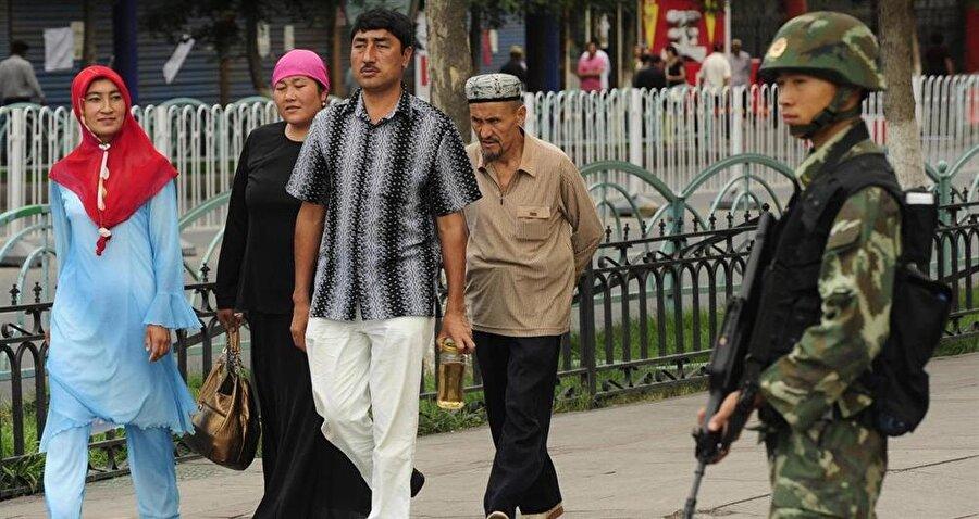 Çin, Doğu Türkistan şehirlerinde askeri önlemleri üst düzeyde tutuyor.