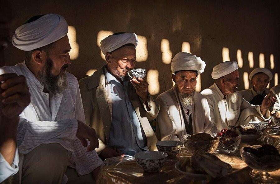 Dinî kimliklerini korumak, Doğu Türkistan Müslümanları için hayati bir mücadele.
