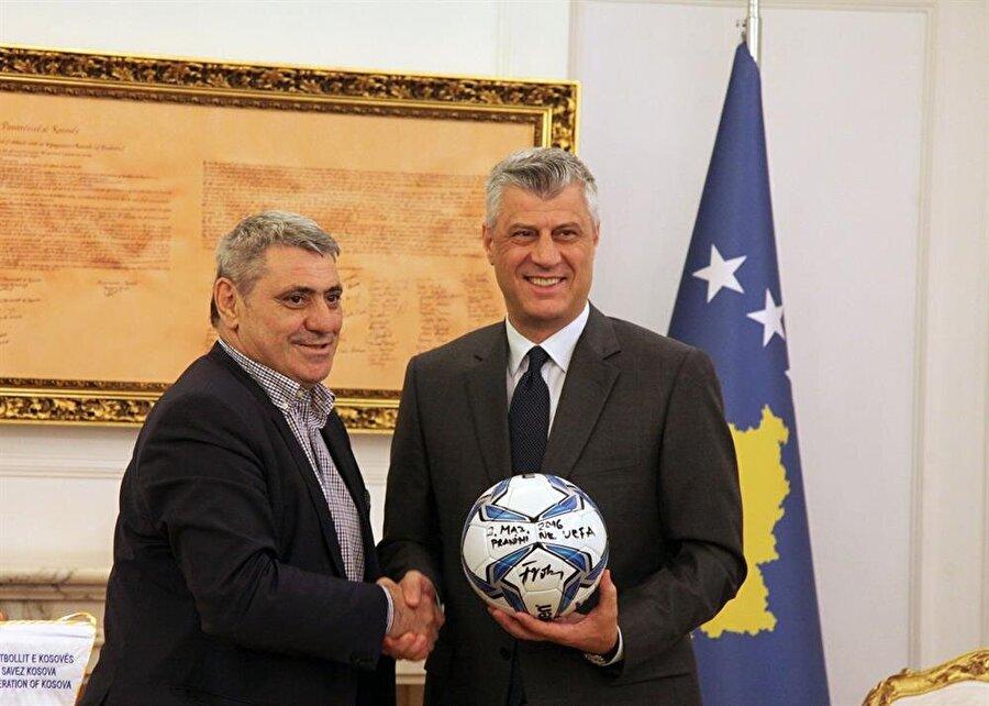 Yugoslavya Milli Takımı'nda da görev alan Vokrri, 2008 yılında Kosova Futbol Federasyonunun başına geçmişti.
