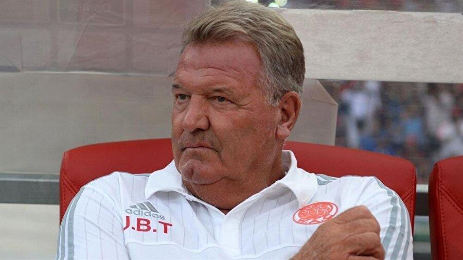 Teknik direktörlük kariyerinde Real Madrid, Real Sociedad ve Deportivo gibi takımları çalıştıran Toshack, 1997-1999 yıllarında 1,5 sezon Beşiktaş'ta görev yapmıştı.