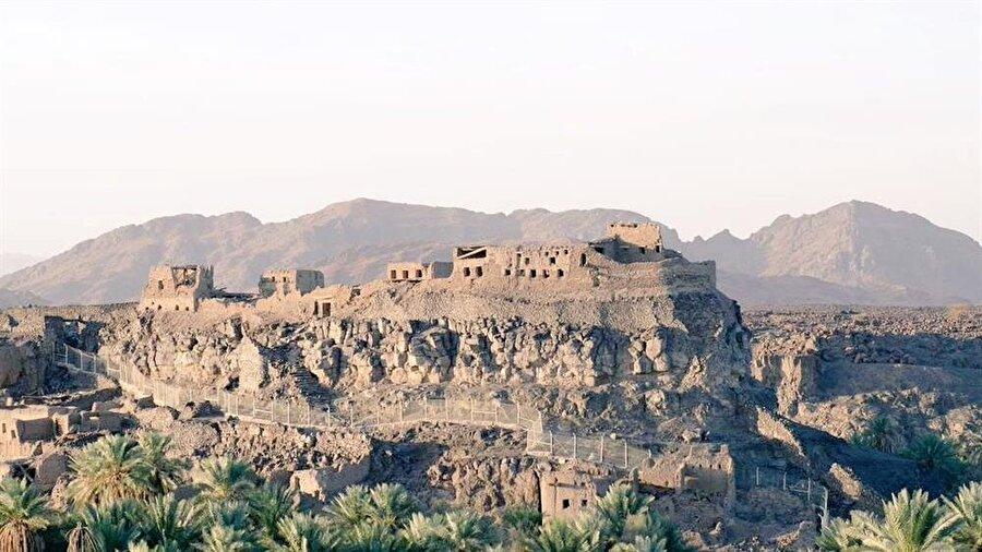 Hayber'de bulunan el-Kamus kalesi.