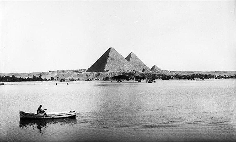 Nil Nehri, çok eski çağlardan bu yana, bölgede yaşamın sürdürülebilmesi için olmazsa olmaz.