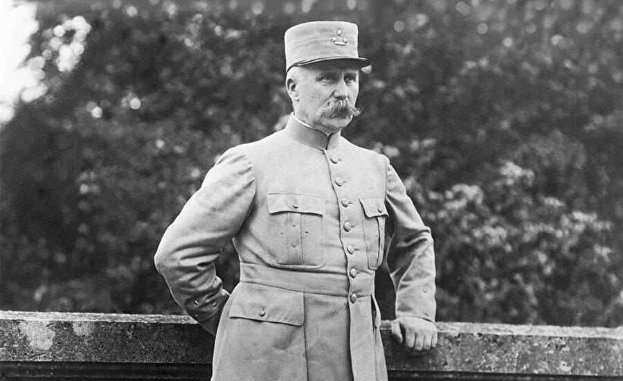 Philippe Petain, Birinci Dünya Savaşı'ndaki başarıları nedeniyle, Fransızlar tarafından kahraman olarak görülen bir isimdi.