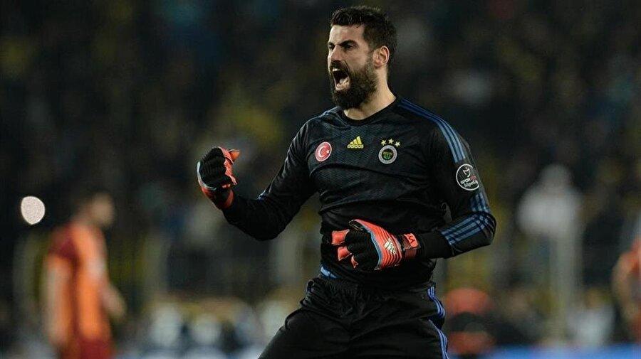 Volkan Demirel, Fenerbahçe formasıyla 490 maça çıktı.