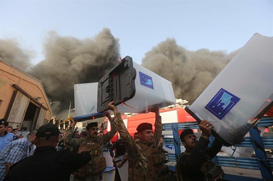 Irak İçişleri Bakanlığı'nın iddiasına göre, yangında oy sandıkları zarar görmedi.