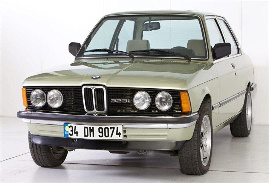 BMW 323i.