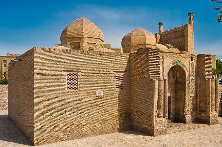 Yapı, Buhara'nın mimari zenginliği içerisinde en eski yapılardan biri olması ile dikkat çekiyor.