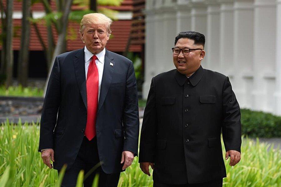 Tarihte ilk kez bir Kuzey Kore Lideri, ABD Başkanı ile bir araya geldi.