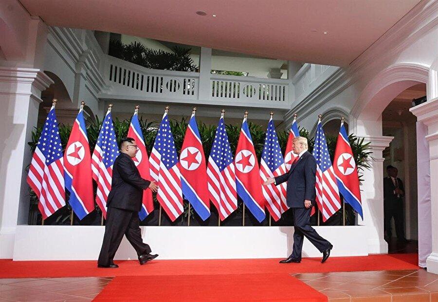 ABD Başkanı Donald Trump ile Kuzey Kore lideri Kim Jong-un ,Singapur'un Sentosa Adası'ndaki Capella Otel'de tarihi zirvede ilk kez buluştu.