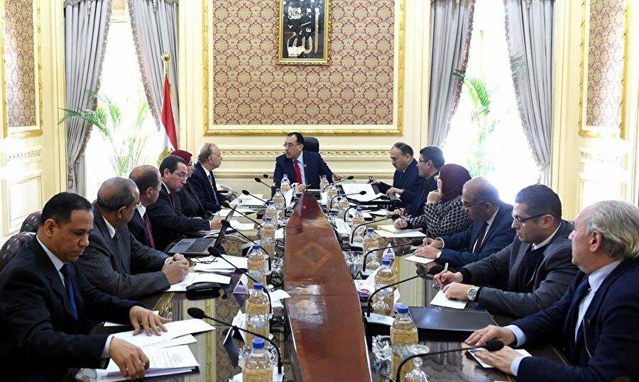 Mısır'ın yeni başbakanı Mustafa Madbuli, bürokraside tecrübeli bir isim olarak tanınıyor.