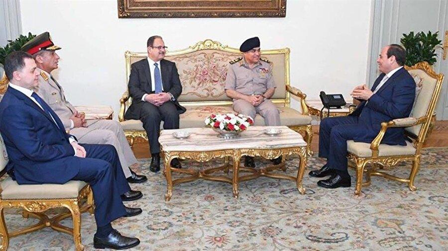 Eski ve yeni bakanlar, Cumhurbaşkanı Sisi tarafından kabul edildi.