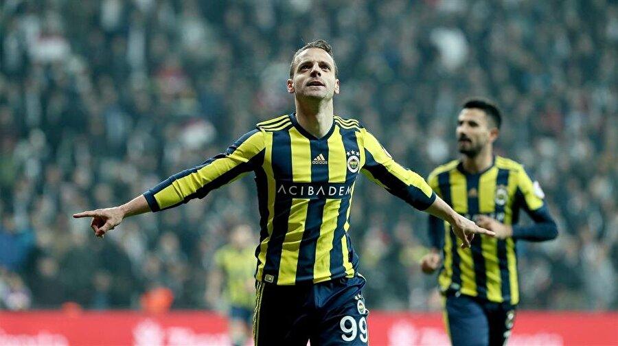 Fernandao ve Janssen'in takımdan ayrılmasının ardından Fenerbahçe'nin hücum hattında Roberto Soldado yalnız kaldı.