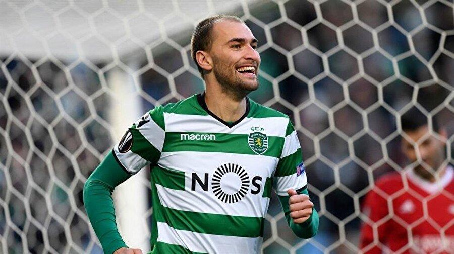 Dost, Sporting CP ile geçtiğimiz sezon 49 maça çıktı. Yetenekli futbolcu 34 gol atıp 7 asist yaptı.