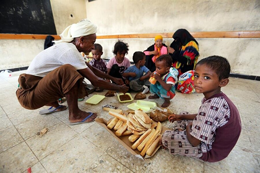 Bütün savaşlarda olduğu gibi, Yemen krizinin de en büyük faturası sivillere çıkıyor. (Abduljabbar Zayed / Reuters)