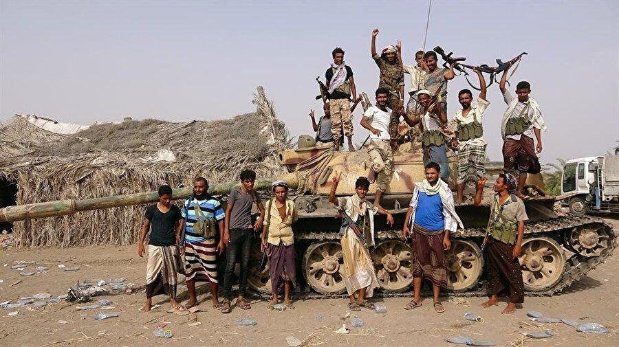 Husilere İran'ın sağladığı desteğe karşılık, yerel kabileler de Suudilerden aldıkları silahlarla mücadeleyi sürdürüyor. (Abduljabbar Zayed / Reuters)