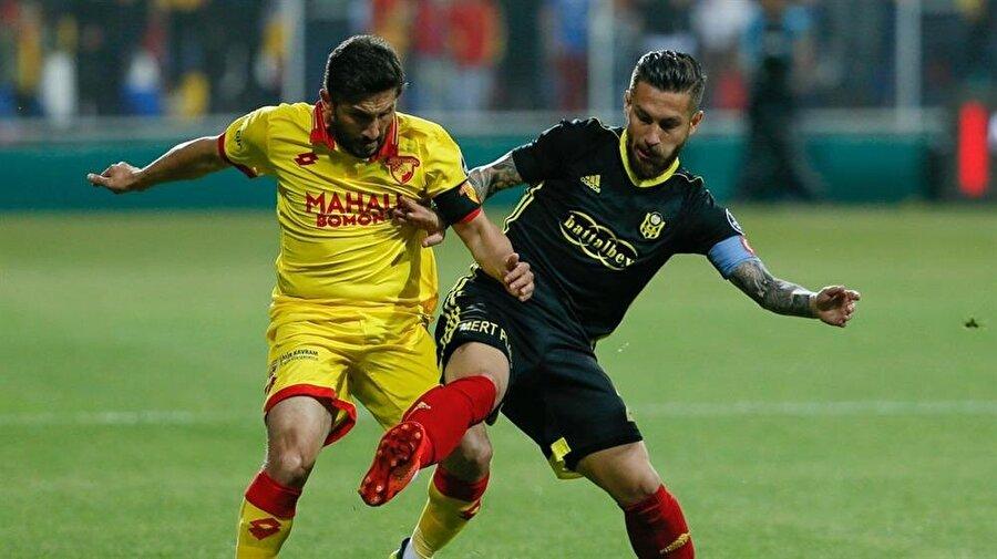Sabri Sarıoğlu geride bıraktığımız sezon Göztepe ile 29 maça çıktı.