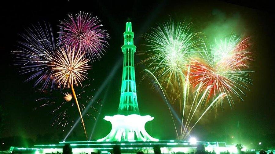 Anıt, Pakistan Bağımsızlık Günü kutlamalarının da merkezi niteliğinde.