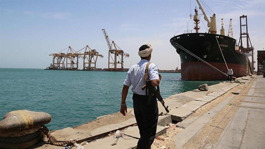 Hudeyde limanı yaklaşık 3 yıldan bu yana Husilerin kontrolünde.
