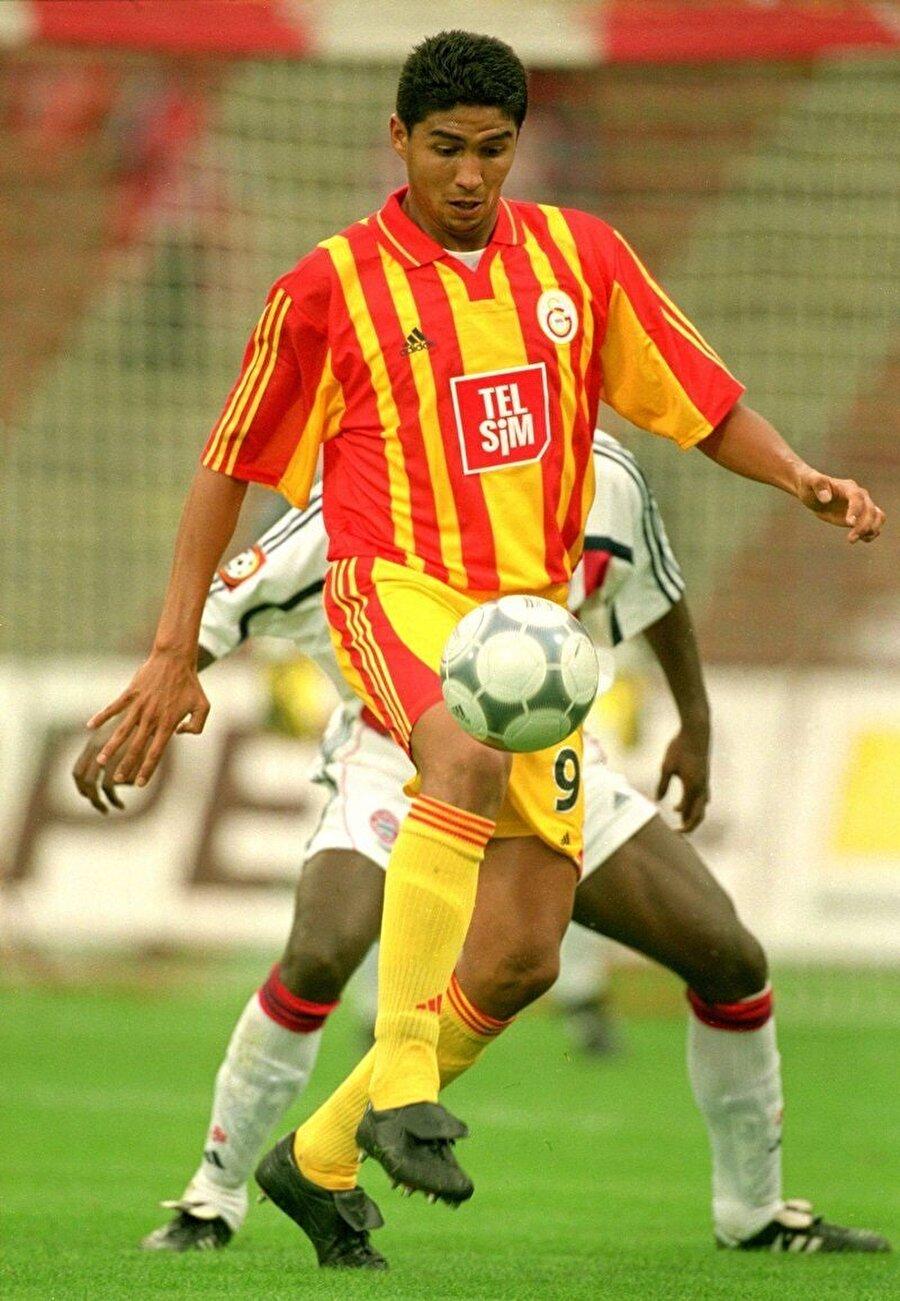 2000-2001 sezonunda Galatasaray formasıyla 41 maça çıkan Jardel 33 kez ağları havalandırdı.