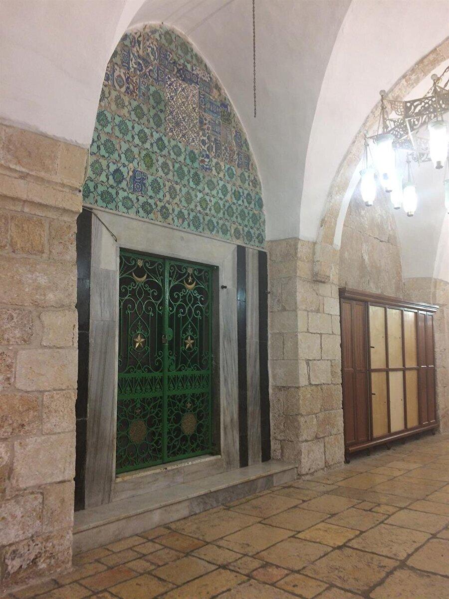 Hz. Yusuf'a nispet edilen makamın girişi. (Fotoğraf: İbrahim Furkan Özdemir)