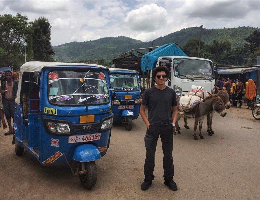 """Başkent Addis Ababa yollarında, """"Tuc tuc"""" adı verilen üç tekerli bu araçlara fazlasıyla rastlamak mümkün. (Fotoğraf: İsmail Yasin Avcı)"""