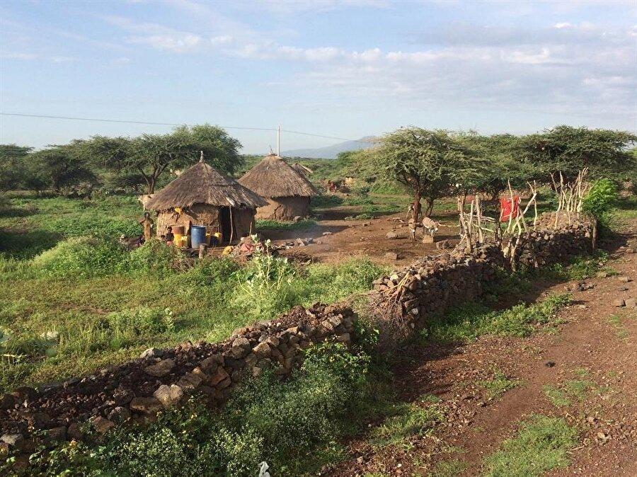 Addis Ababa'dan Harar'a uzanan yola, elektrik ve sudan yoksun köyler eşlik ediyor. (Fotoğraf: İsmail Yasin Avcı)