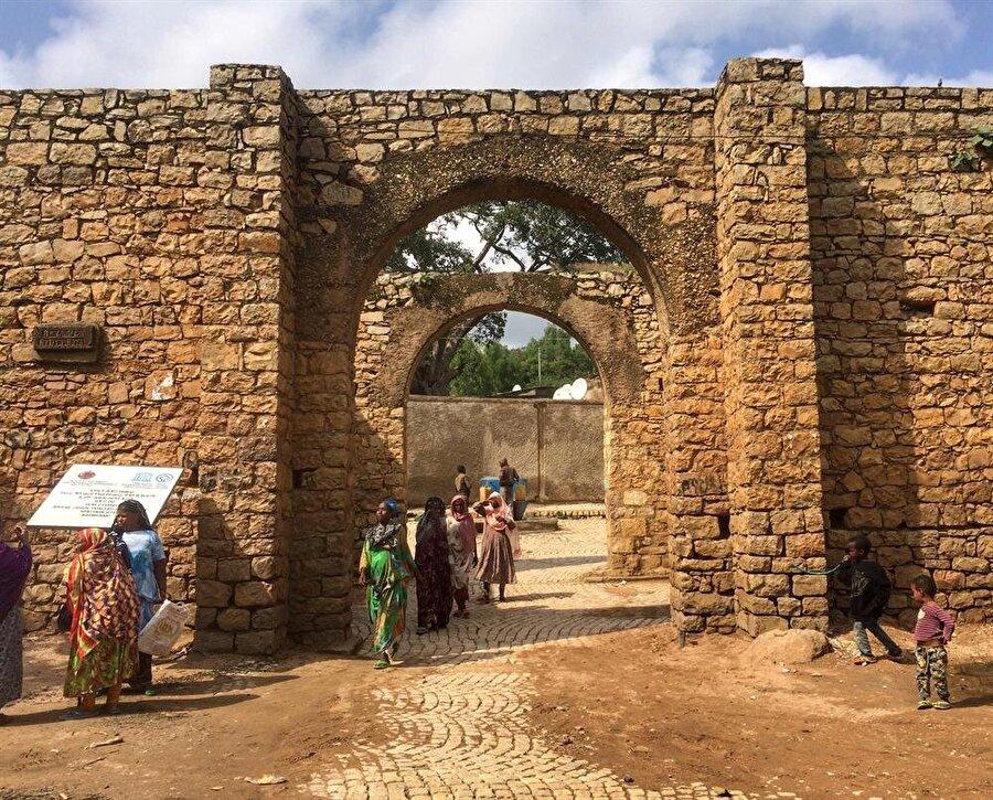 Amir Nur tarafından yaptırılan surlarda 5 kapı bulunuyor. (Fotoğraf: İsmail Yasin Avcı)