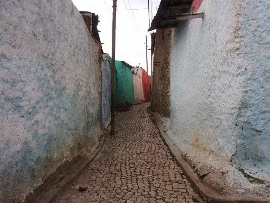 Öğlen sıcaklığın üst düzeye ulaştığı vakitlerde Harar sokaklarında çok fazla insana rastlamak mümkün olmuyor. (Fotoğraf: İsmail Yasin Avcı)