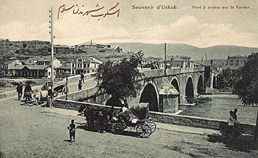 Taşköprü'nün 20. yüzyıl başlarındaki halini gösteren bir kartpostal.