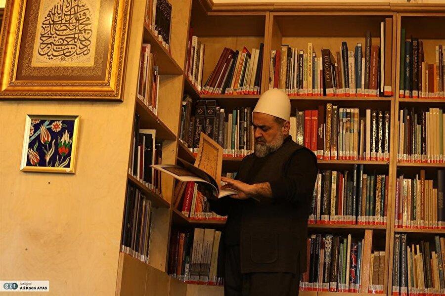 1968 yılında İstanbul Üniversitesi Edebiyat Fakültesi Felsefe Bölümü'ne kaydoldu.