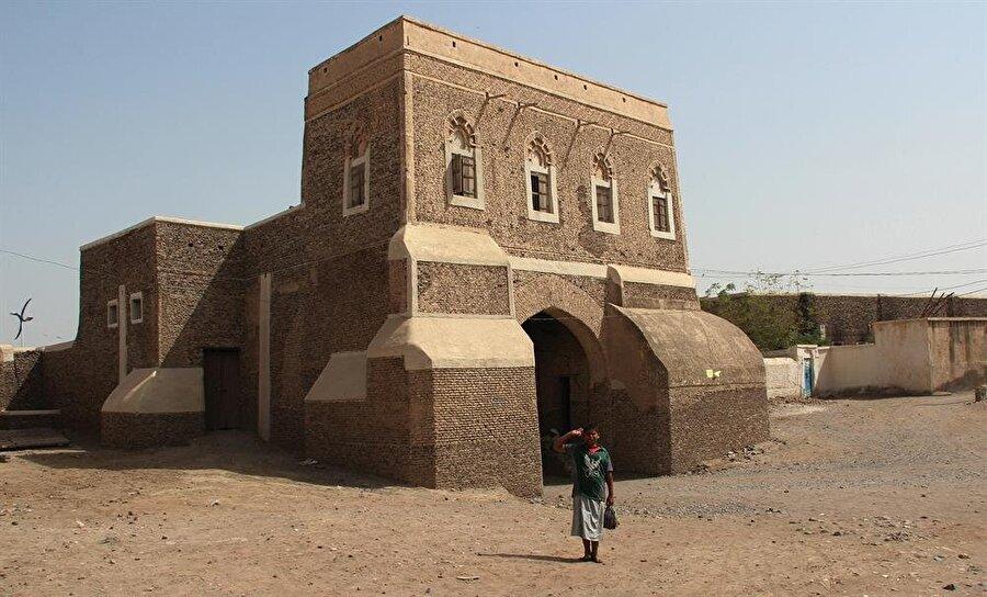 Zebid'e gelen yabancıların, üç günden fazla şehirde kalması yasaktı.