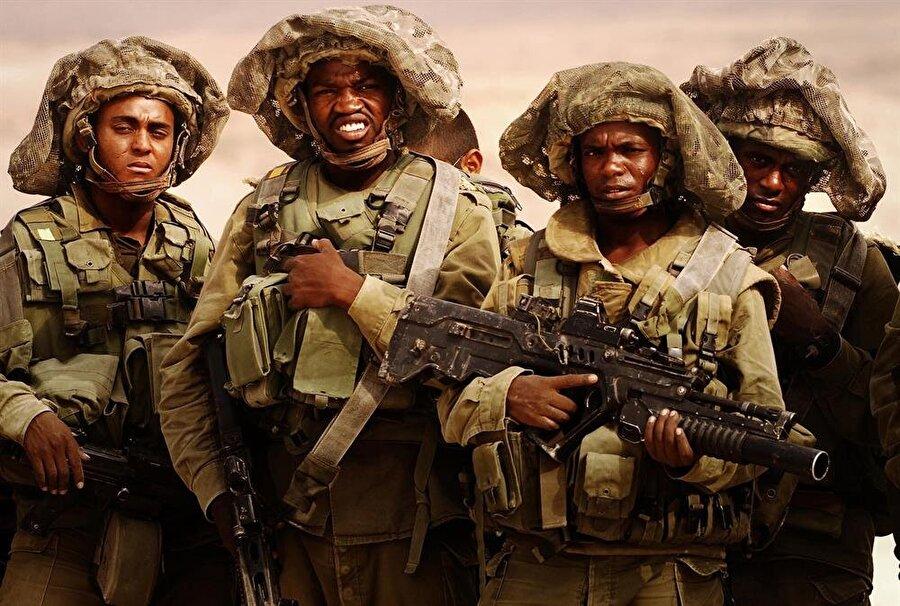 Genç Falaşaların büyük çoğunluğu İsrail ordusu ya da polis teşkilatında görev alarak kendilerini ispatlamaya çalışıyor.