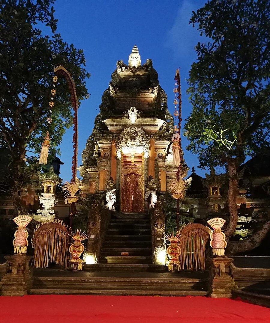 Bali, dini ve kültürel yaşamındaki ilginç unsurlarıyla, mutlaka görülmesi gereken bir yer. (Fotoğraf: Hatice Sarı Tan)
