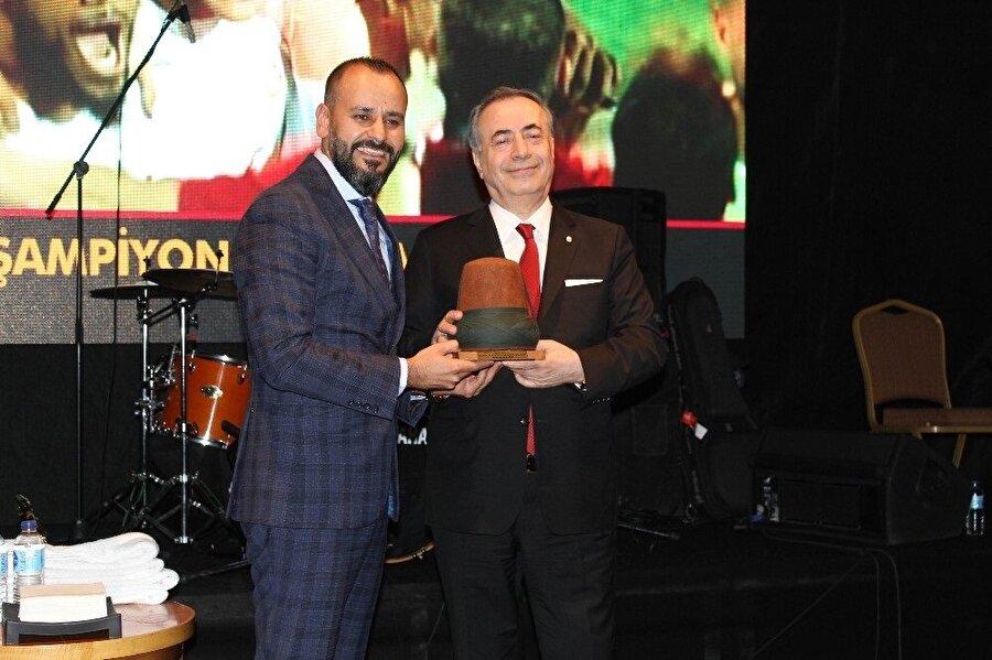 Mustafa Cengiz, Konyalı taraftarların coşkusuna ortak oldu.