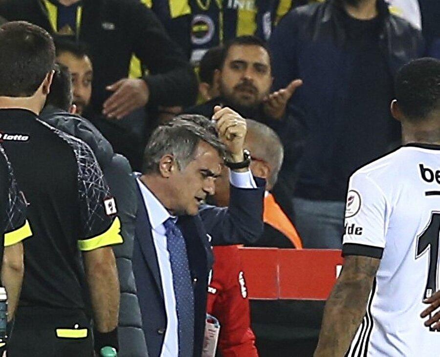 Olaylı maç sırasında Beşiktaş Teknik Direktörü Şenol Güneş başından yaralandı. n