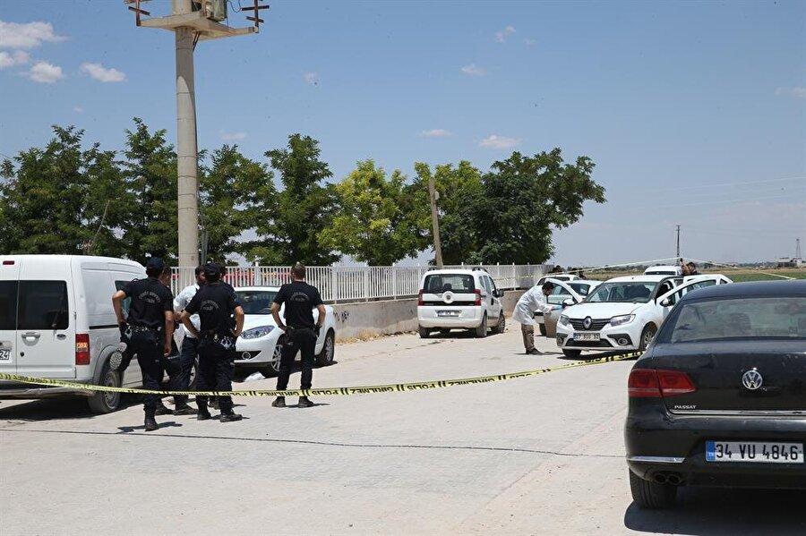 """""""Dur"""" ihtarına uymayan iki kişi, polisin havaya ateş açması sonucu durduruldu."""