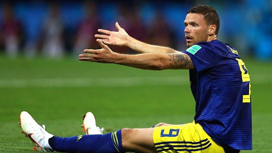 İsveç Milli Takımı'nın golcüsü Marcus Berg uzun süre hakeme itiraz etti.